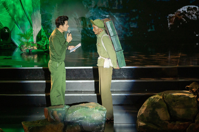 Đức Tuấn - NSND Thanh Hoa hát về người lính, MC Vũ Mạnh Cường rưng rưng xúc động   - Ảnh 7.