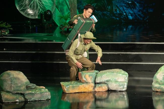 Đức Tuấn - NSND Thanh Hoa hát về người lính, MC Vũ Mạnh Cường rưng rưng xúc động   - Ảnh 6.