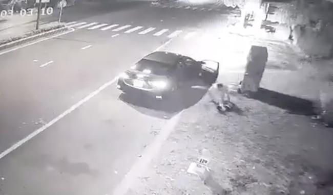 12 giờ vây ráp bắt tên trộm chó tông xe ô tô thẳng vào công an rồi bỏ trốn vào rừng cao su - Ảnh 1.