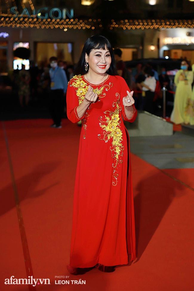 Thảm đỏ lễ trao giải Mai Vàng 26: Nghệ sĩ Hoài Linh gượng cười sau nhiều biến cố, Minh Hằng khoe vòng 1 căng đầy gợi cảm - Ảnh 12.