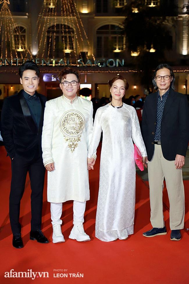 Thảm đỏ lễ trao giải Mai Vàng 26: Nghệ sĩ Hoài Linh gượng cười sau nhiều biến cố, Minh Hằng khoe vòng 1 căng đầy gợi cảm - Ảnh 11.