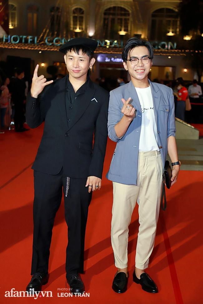 Thảm đỏ lễ trao giải Mai Vàng 26: Nghệ sĩ Hoài Linh gượng cười sau nhiều biến cố, Minh Hằng khoe vòng 1 căng đầy gợi cảm - Ảnh 9.