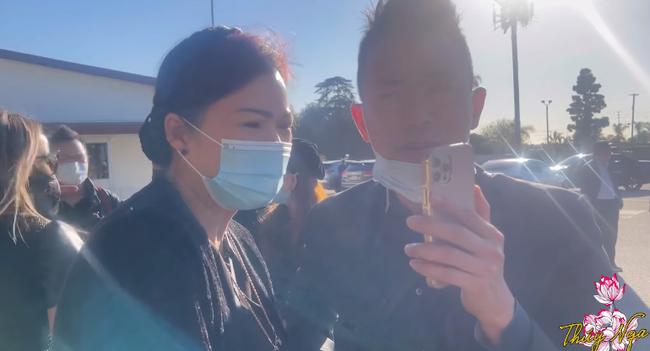 Xót xa clip Hoài Linh đau đớn khóc nghẹn, nói chuyện với bà xã cố NS Chí Tài qua điện thoại - Ảnh 5.