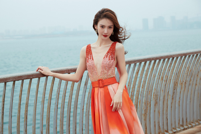 """""""Tình cũ Đặng Luân"""" đam mê sống ảo mặc kệ trời lạnh khiến netizen bật cười - Ảnh 2."""