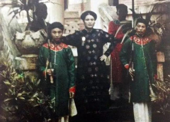 """Nữ đại gia đầu tiên của Việt Nam với khối tài sản lẫy lừng: 23 tuổi đã lấy chồng lần 3, chấp nhận cho chồng ngoại tình chỉ vì bản thân """"gái độc không con"""" - Ảnh 3."""