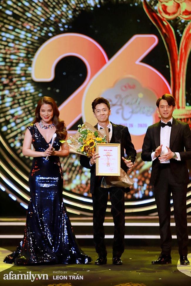 """""""Mai Vàng"""": Hồng Nhung mặc đầm 2 dây cực gợi cảm, Trương Ngọc Ánh xuất hiện bên tình trẻ Anh Dũng - Ảnh 3."""