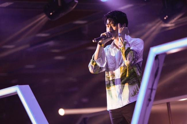 Diva Hồng Nhung, Lam Trường, Lê Hiếu tái hiện loạt hit Làn Sóng Xanh trong đêm nhạc đẳng cấp - Ảnh 2.