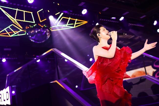 Diva Hồng Nhung, Lam Trường, Lê Hiếu tái hiện loạt hit Làn Sóng Xanh trong đêm nhạc đẳng cấp - Ảnh 11.