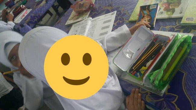 """Thấy cô học trò nhỏ ngày nào cũng mang gói băng vệ sinh đi học, thầy giáo không thể """"nhắm mắt làm ngơ"""" và rồi phát hiện sự thật rớt nước mắt - Ảnh 2."""