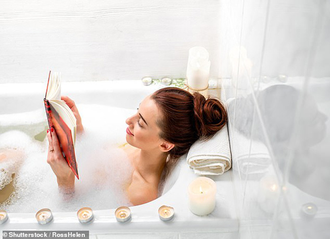 Tắm nước nóng vào mùa đông tưởng là tốt hóa ra cũng dễ gây hại nếu tắm sai cách và cách tắm nước nóng tốt cho sức khỏe - Ảnh 1.