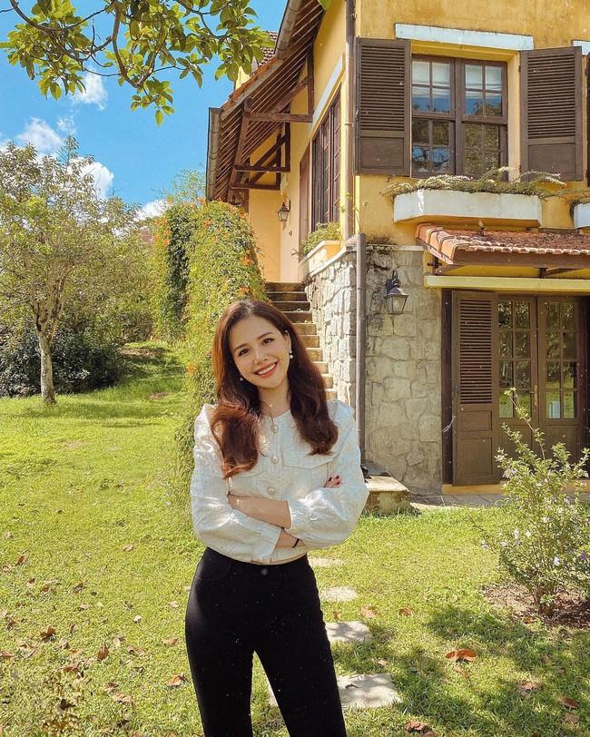 """Ngoài Hà Tăng, Vbiz còn có phu nhân Tổng Giám đốc tập đoàn đầu tư Cocobay là """"thánh"""" diện quần skinny với loạt outfit khoe dáng siêu nuột - Ảnh 2."""