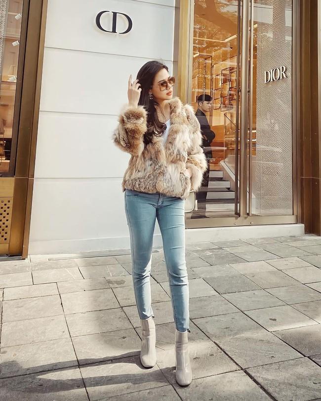 """Ngoài Hà Tăng, Vbiz còn có phu nhân Tổng Giám đốc tập đoàn đầu tư Cocobay là """"thánh"""" diện quần skinny với loạt outfit khoe dáng siêu nuột - Ảnh 1."""