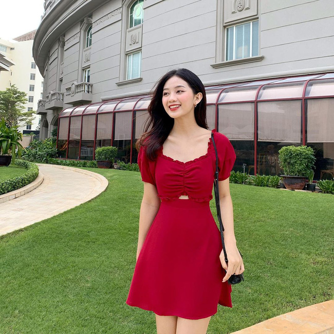 """10 mẫu váy đỏ rất sang chứ không hề chóe của các shop thời trang Việt, sắm ngay để năm mới """"đỏ thôi đen quên đi"""" - Ảnh 17."""