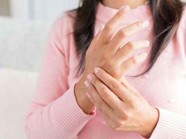 Tê tay chưa chắc là do mỏi, có thể là dấu hiệu của 4 loại bệnh này - Ảnh 3.