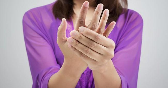 Tê tay chưa chắc là do mỏi, có thể là dấu hiệu của 4 loại bệnh này - Ảnh 1.