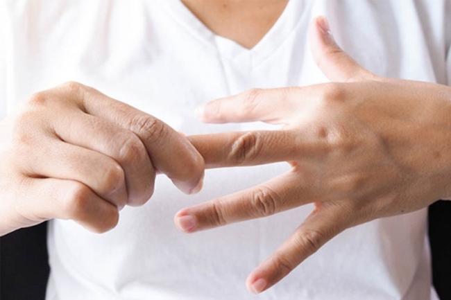 Tê tay chưa chắc là do mỏi, có thể là dấu hiệu của 4 loại bệnh này - Ảnh 2.