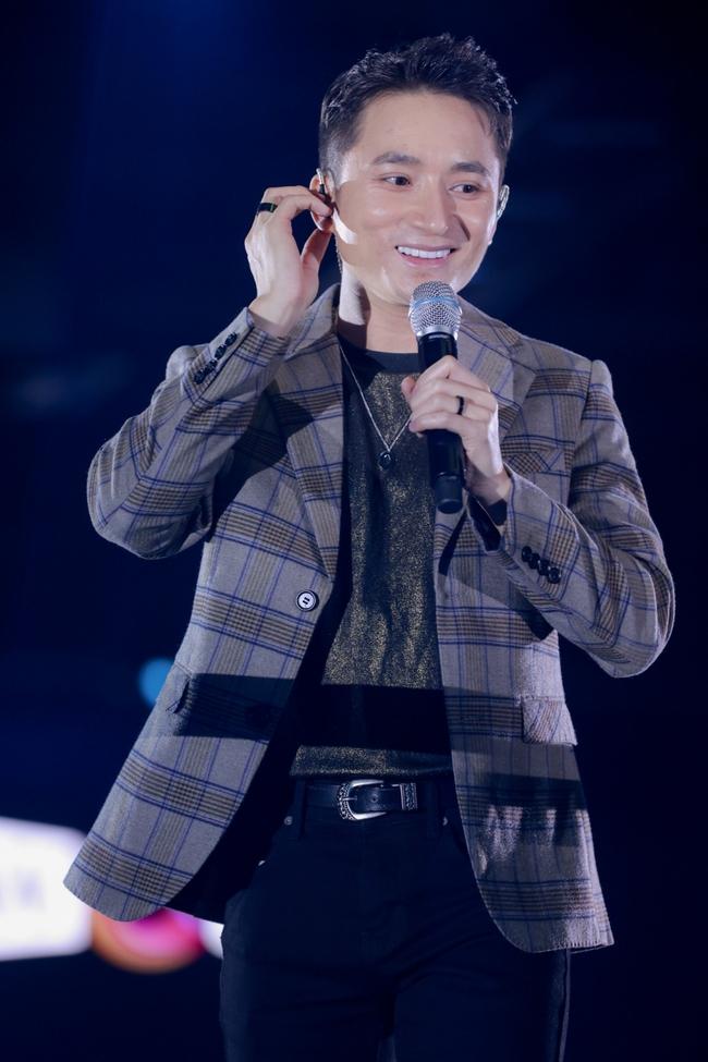 Thanh Hà duyên dáng pha trò trên sân khấu, chàng nhạc sĩ Phan Mạnh Quỳnh lại gây bất ngờ khi làm điều mới mẻ này - Ảnh 6.