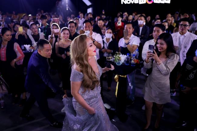 Thanh Hà duyên dáng pha trò trên sân khấu, chàng nhạc sĩ Phan Mạnh Quỳnh lại gây bất ngờ khi làm điều mới mẻ này - Ảnh 5.