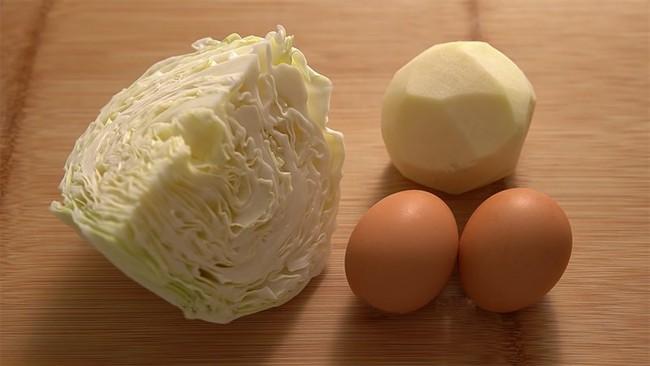 Vẫn là trứng chiên nhưng chỉ cần thêm 2 loại nguyên liệu quen thuộc này, chị em sẽ có ngay món ăn vừa mới lạ, vừa ngon đáo để! - Ảnh 1.