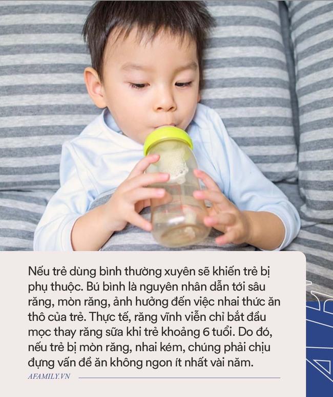 """Trước 3 tuổi, bố mẹ cần dứt khoát """"cai"""" 3 món đồ này cho con để tránh ảnh hưởng đến sức khỏe của trẻ sau này"""