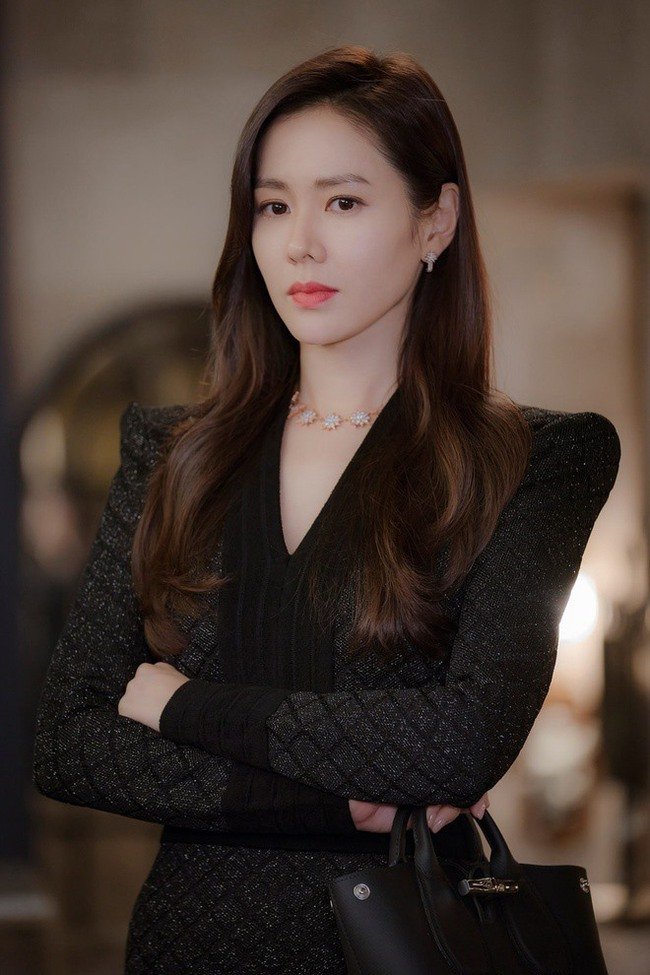 Song Hye Kyo, Jun Ji Hyun gây tranh cãi khi được truyền thông xứ Hàn khen ngợi lên hết lời, Son Ye Jin bị bỏ quên - Ảnh 4.