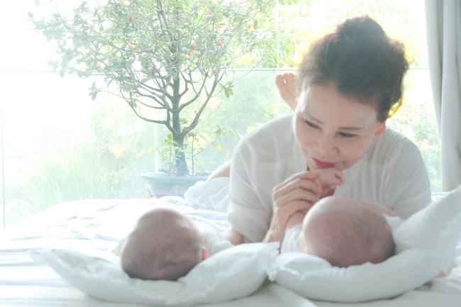 """Nhìn cuộc sống và cách chăm lo cho các cháu của mẹ Hồ Ngọc Hà, nhiều người đồng cảm: """"Có một người mẹ mang tên bà ngoại"""" - Ảnh 1."""