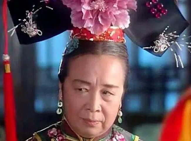 Dung Ma Ma của Hoàn châu cách cách: Nhiều năm chịu oan vì vai diễn, ngoài đời có gia đình hạnh phúc, con trai là nhân vật quyền lực - Ảnh 1.