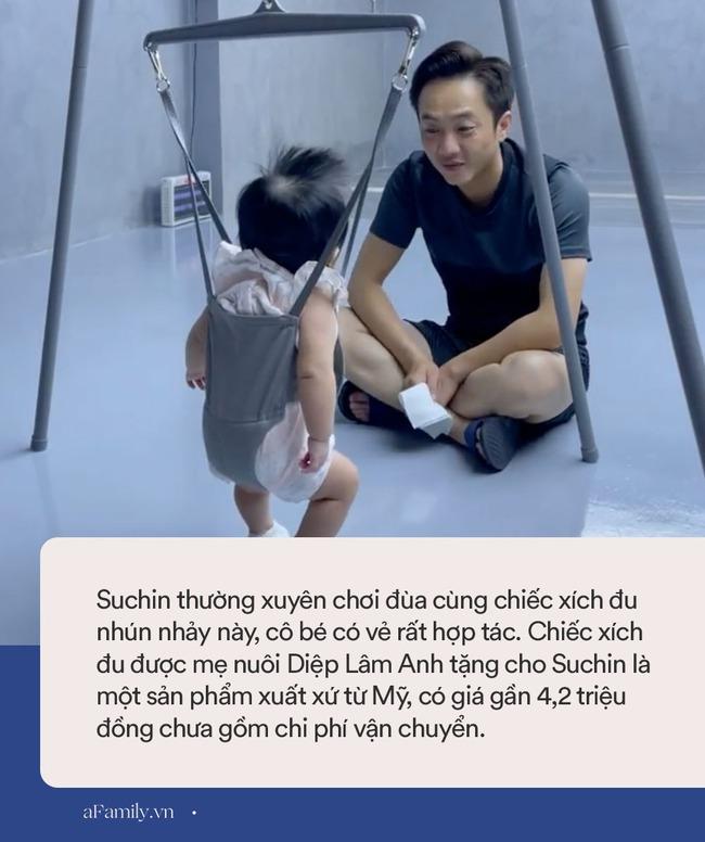 Số hưởng như Suchin nhà Đàm Thu Trang: Bố mẹ đẻ cưng chiều hết mực, còn có thêm mẹ nuôi tặng món quà cực xịn thế này - Ảnh 4.