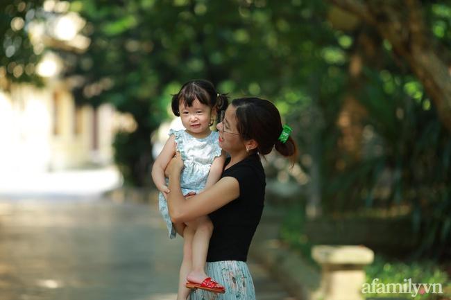 """Bức ảnh em bé bên """"chiến tích"""" của một ngày nghỉ học khiến dân mạng mất hẳn niềm tin vào câu nói: """"Có con vui lắm, nó không nghịch tí nào"""" - Ảnh 5."""