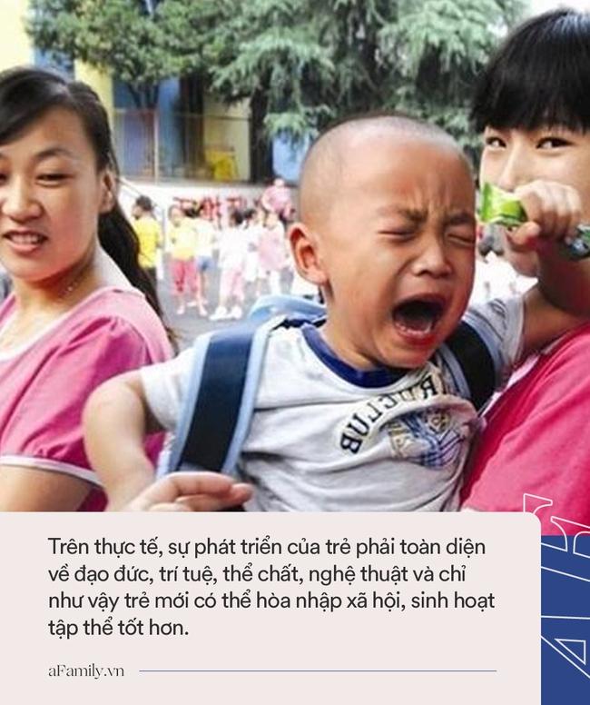 """Ngày đầu tiên đi học mẫu giáo, cậu bé khóc lóc chán chê 1 hồi rồi có hành động """"ngoài sức tưởng tượng"""" khiến ai cũng phải cười bò - Ảnh 3."""
