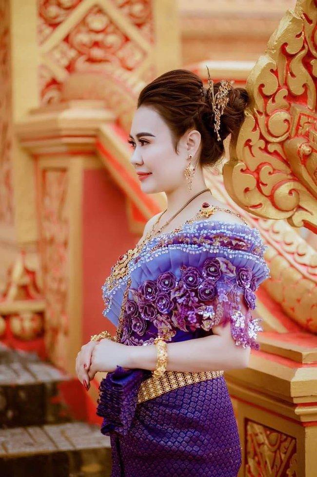 Diễn viên Phan Kim Oanh khoe nhan sắc càng ngày mặn mà trong trang phục dân tộc Khmer - Ảnh 2.