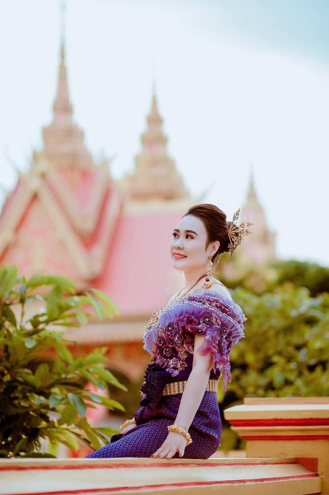 Diễn viên Phan Kim Oanh khoe nhan sắc càng ngày mặn mà trong trang phục dân tộc Khmer - Ảnh 6.