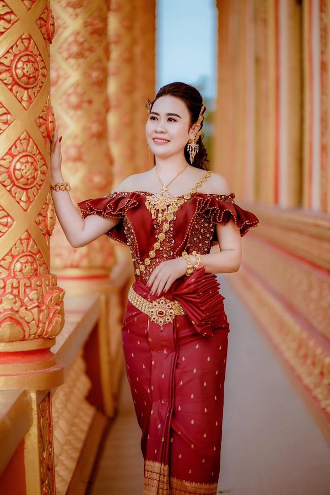 Diễn viên Phan Kim Oanh khoe nhan sắc càng ngày mặn mà trong trang phục dân tộc Khmer - Ảnh 4.