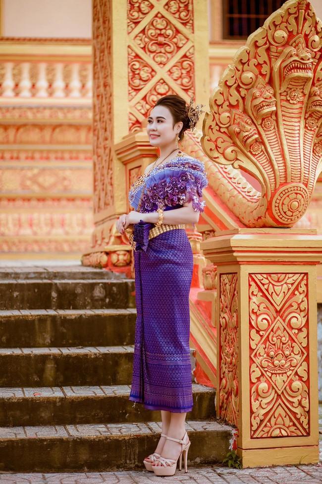 Diễn viên Phan Kim Oanh khoe nhan sắc càng ngày mặn mà trong trang phục dân tộc Khmer - Ảnh 5.