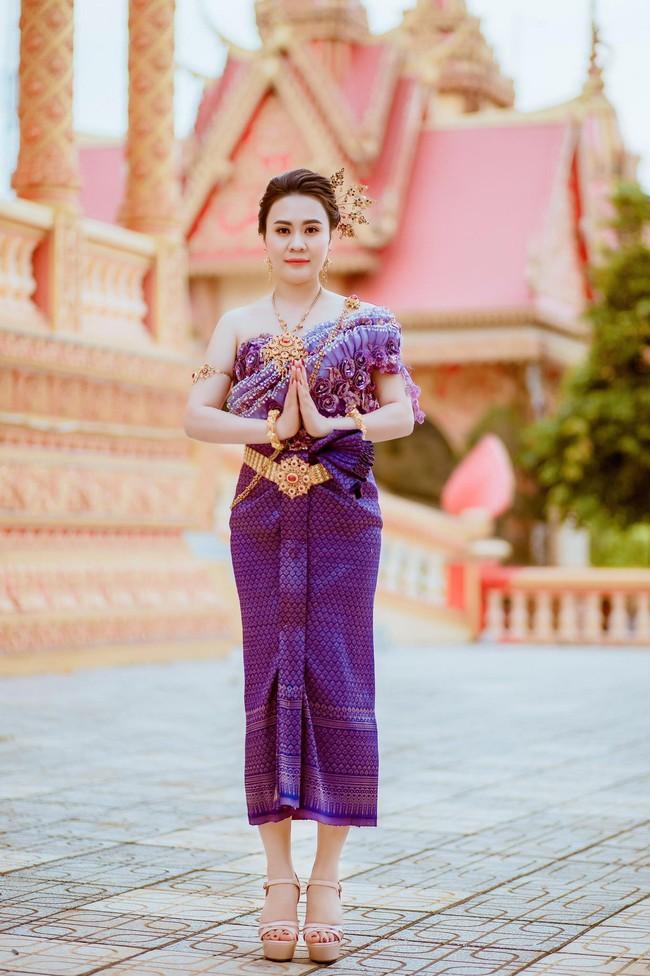 Diễn viên Phan Kim Oanh khoe nhan sắc càng ngày mặn mà trong trang phục dân tộc Khmer - Ảnh 3.