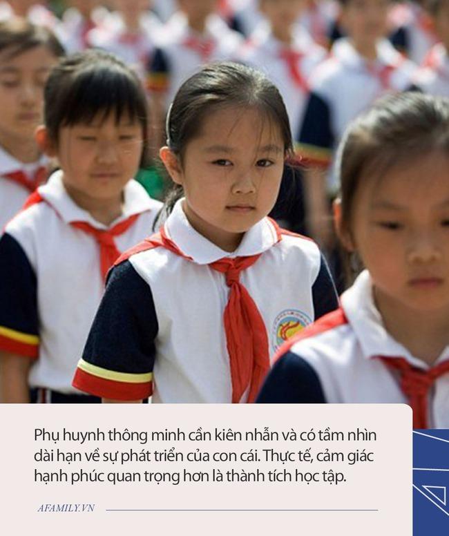 """Bên trong những lớp luyện """"gà con"""" khắc nghiệt nhất: 3 tuổi tự đọc sách Tiếng Anh, thuộc lòng 100 bài thơ; 5 tuổi bắt đầu học Toán Olympic... - Ảnh 4."""