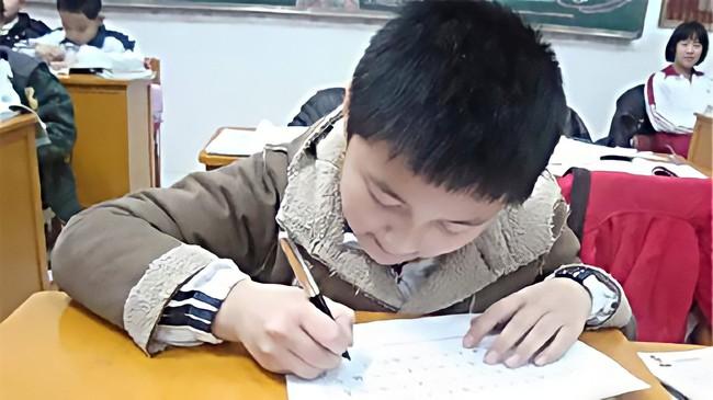 """Bên trong những lớp luyện """"gà con"""" khắc nghiệt nhất: 3 tuổi tự đọc sách Tiếng Anh, thuộc lòng 100 bài thơ; 5 tuổi bắt đầu học Toán Olympic... - Ảnh 3."""