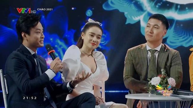 Nhã Phương lên truyền hình còn xinh hơn ảnh photoshop, ngồi cạnh Hồng Đăng - Mạnh Trường gợi nhắc một trời ký ức - Ảnh 4.