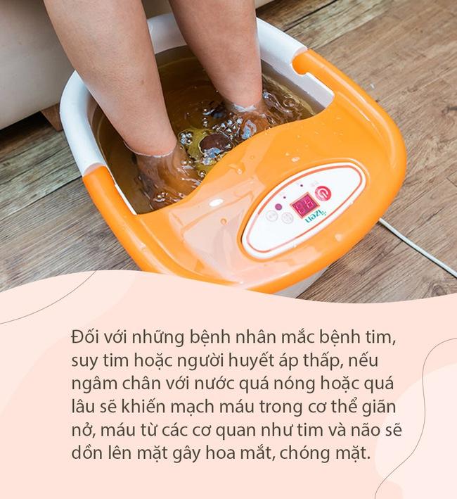 Mùa đông ngâm chân rất tốt cho sức khỏe, nhưng nếu làm theo cách này sẽ làm tăng rủi ro cho cơ thể - Ảnh 1.
