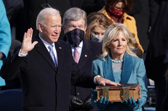 Ông Joe Biden tuyên thệ nhận chức, chính thức trở thành Tổng thống thứ 46 của Mỹ - Ảnh 1.