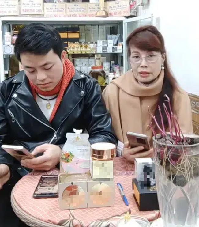 Sau nửa năm dao kéo, cô dâu 62 tuổi ở Cao Bằng vẫn sở hữu gương mặt cứng đơ, méo lệch - Ảnh 8.
