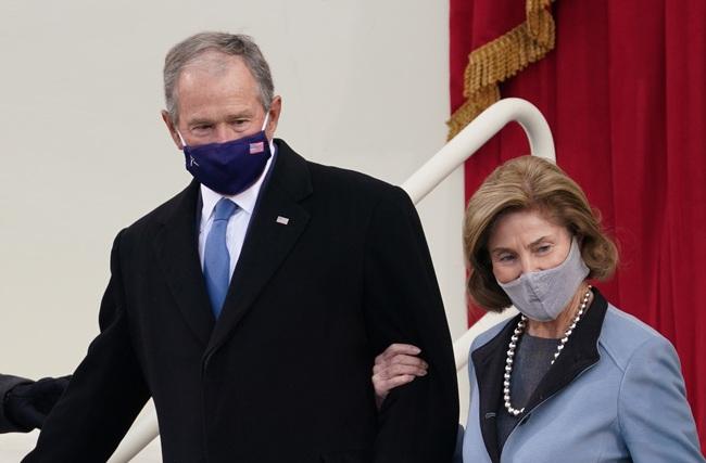 Ông Joe Biden đến tòa nhà Quốc hội chuẩn bị cho lễ nhậm chức, đăng Twitter ca ngợi vợ trước giờ phút quan trọng - Ảnh 4.