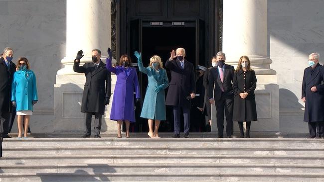 Ông Joe Biden đến tòa nhà Quốc hội chuẩn bị cho lễ nhậm chức, đăng Twitter ca ngợi vợ trước giờ phút quan trọng - Ảnh 2.