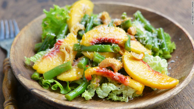 Ăn nhiều thực phẩm này tăng nguy cơ ung thư nhưng ăn ít cũng có thể làm tăng nguy cơ mắc bệnh tim nặng và đột quỵ - Ảnh 3.