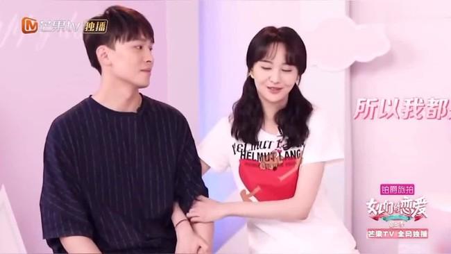 Netizen đào bới cảnh gây sốc: Trương Hằng ôm bụng bầu, van xin Trịnh Sảng đừng đi trên sóng truyền hình - Ảnh 2.