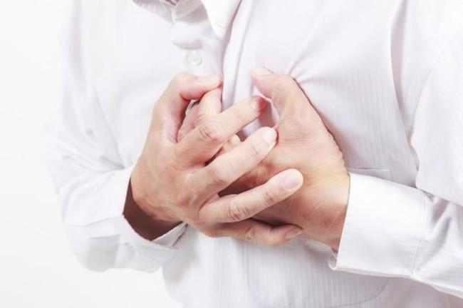 Người đàn ông 29 tuổi bị nhồi máu cơ tim qua đời, cảnh tượng sau cánh cửa chính là thủ phạm gây bệnh - Ảnh 3.