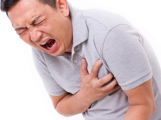 Người đàn ông 29 tuổi bị nhồi máu cơ tim qua đời, cảnh tượng sau cánh cửa chính là thủ phạm gây bệnh - Ảnh 2.