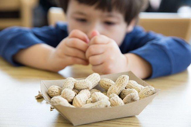 Cho trẻ ăn 5 loại thực phẩm này trước khi đi ngủ, cảnh báo làm suy giảm chiều cao và trí thông minh của trẻ - Ảnh 4.