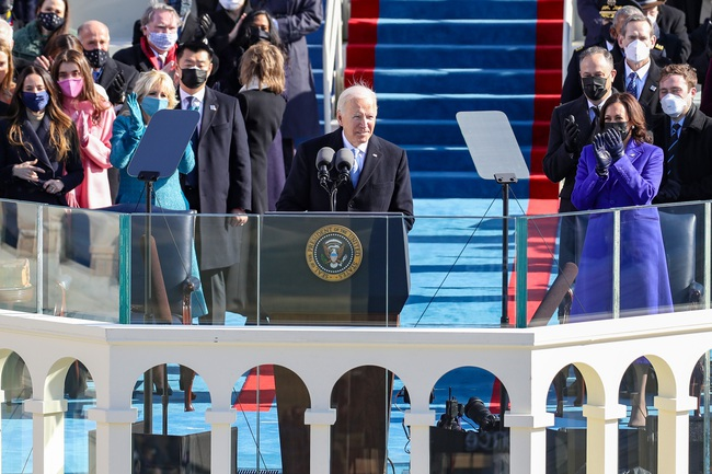 Ông Joe Biden tuyên thệ nhậm chức, chính thức trở thành Tổng thống thứ 46 của Mỹ - Ảnh 3.