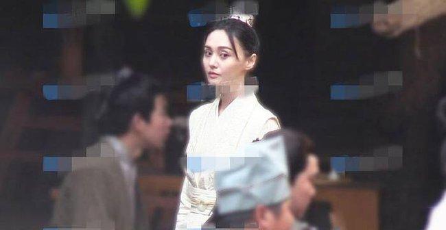 """Phim trả Trịnh Sảng cát xê 357 tỷ bị đắp chiếu vô thời gian, netizen chê nữ diễn viên gầy như """"bộ xương khô"""" - Ảnh 3."""